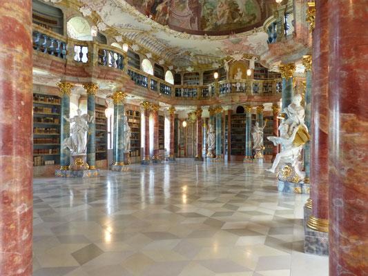 Rokokosaal der Klosterbibliothek Wiblingen