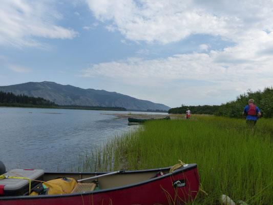 Pause auf einer Insel im Yukon