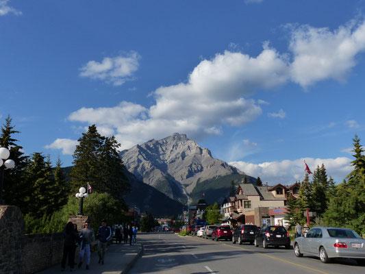 Banff mit dem Sanson Peak (2270m)