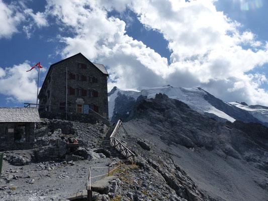 Payerhütte (3020m), dahinter der Ortler