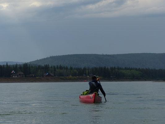 paddeln mit dem Kanu auf dem Yukon