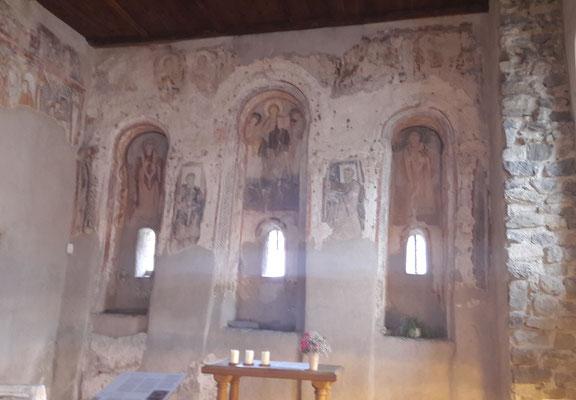uralte Fresken in der Sankt-Benedikt-Kirche in Mals