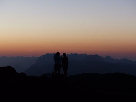 Sonnenaufgang am Helm im Drei-Zinnen-Gebiet