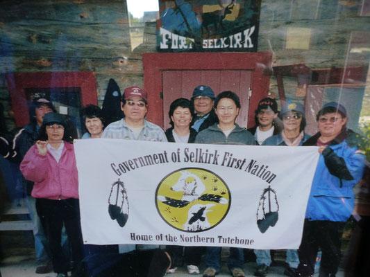 Gruppe der First Nation Selkirk im Freiluftmuseum Fort Selkirk, Yukon