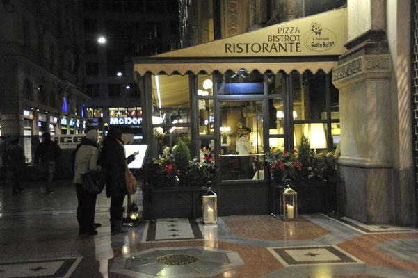 夕食を取ったビットリオ・エマヌエレ2世アーケード内レストラン