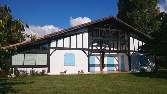 Maison neuve de style landais - Construction Bernard Lacaze et Fils