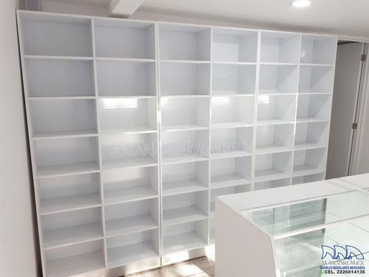 Muebles y anaqueles para farmacia, vitrinas para farmacia, mostradores para farmacia, aparadores para farmacia, estantes para farmacia, cajoneras para farmacia
