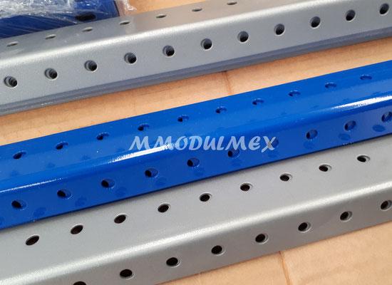 Postes metálicos para estantes o anaqueles metálicos