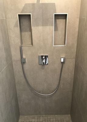 Fliesenarbeiten - Duschkabine mit zwei Ablagen