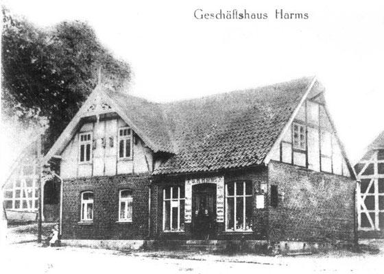 Geschäftshaus Harms (Schuster und Lederwaren), später Drogerie-Fachhandel, was heute noch an der Schrift auf der Hauswand zu erkennen ist, heute Wohnhaus, Hauptstr. 12a (Foto private Sammlung)