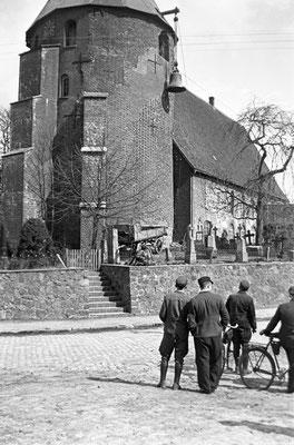 Glocken zu Gewehrkugeln (ca. 1942) (Foto private Sammlung)