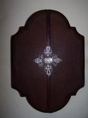 cemin de croix gainé de cuir et fermoire en argent