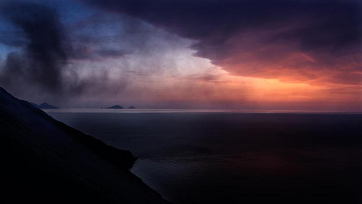 Le Stromboli envoie un peu de poussière en fin de journée