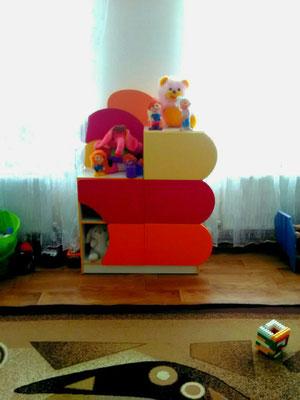 А у нашому садочку нова стінка для іграшок!
