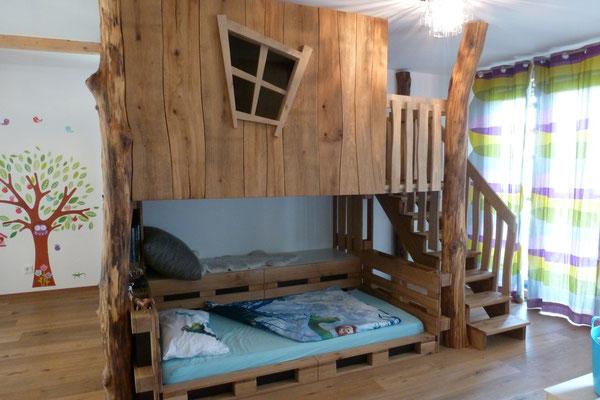 Baumhaus mit Bett