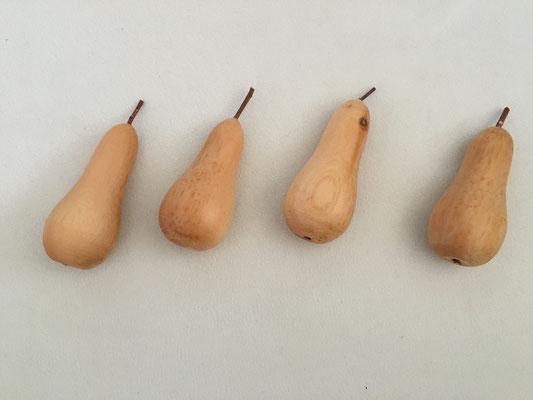 Birnen aus Zirbeholz vertreiben die lästigen Essigfliegen wenn man sie in eine Obstschale dazu legt.