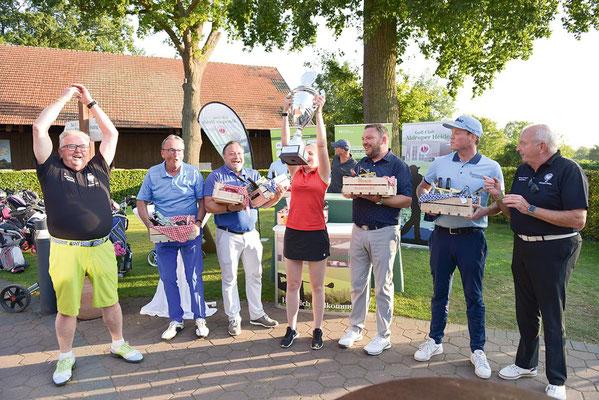 Der Wanderpokal für die Bruttosieger ging in diesem Jahr an das Team  Wiebke Kleinschmid, Jan Uhlenbrock, Wim Heimbeck, Alexander Geissel und  Kenny Wyllie Schmitz