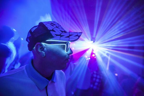 Partygast mit Lasershow in Thüringen, Fotograf: Tom Wenig