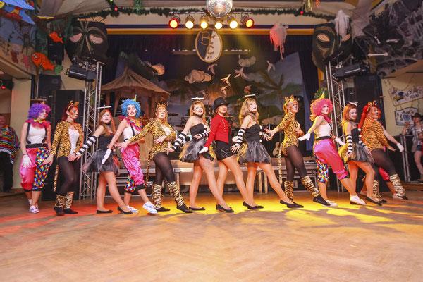 Tanzgruppe auf Faschingsevent in Thüringen, Fotograf: Tom Wenig