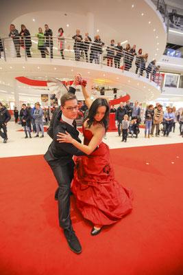 tanzendes Hochzeitspaar in Jena, Fotograf: Tom Wenig
