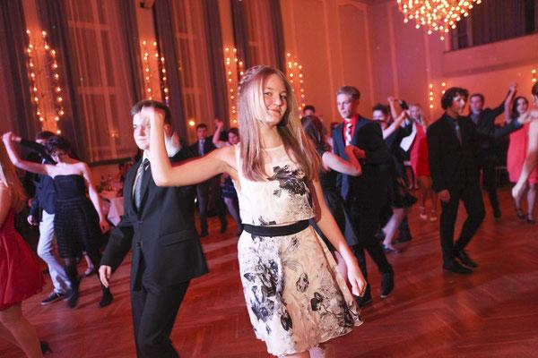 Tanzpaar auf Abschlussball im Saale-Holzlandkreis, Fotograf: Tom Wenig