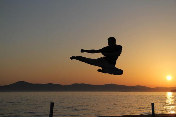 Auslandsfotograf für Sportverbände, Foto zeigt Sportler im Sonnenuntergang, Fotograf: Tom Wenig