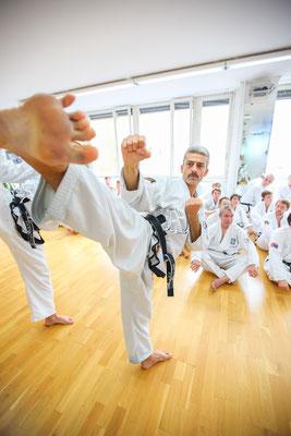 Sportfotograf für Kampfsportler in Schule, Fotograf: Tom Wenig