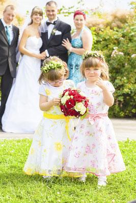 Blumenkinder auf Hochzeit, Fotograf: Tom Wenig