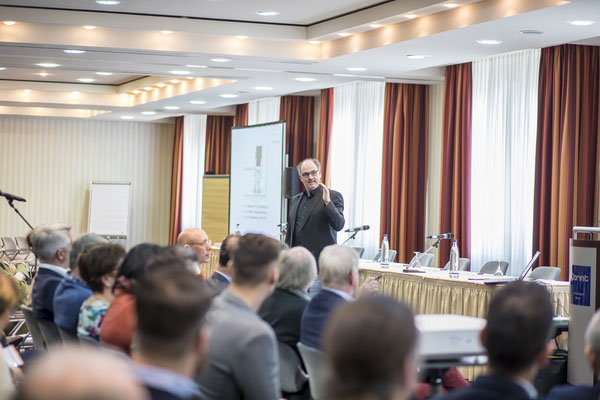 Business-Referent beim Vortrag in Thüringen, Fotograf: Tom Wenig