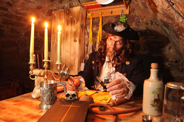 Event-Fasching, Eventfoto zeigt Piraten in Höhle nahe Jena, Fotograf: Tom Wenig