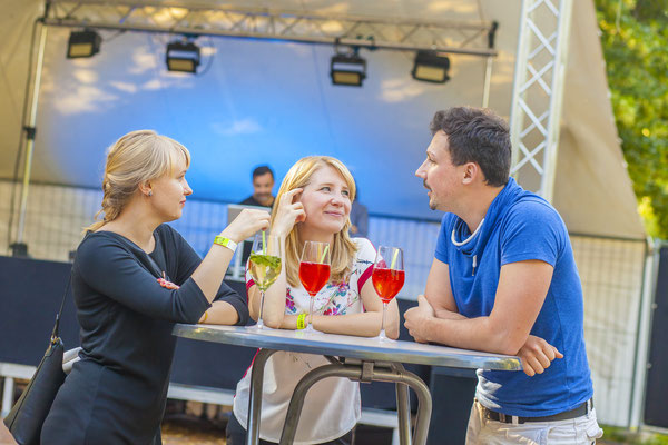 redende Gäste auf Businessveranstaltung in Jena, Fotograf: Tom Wenig