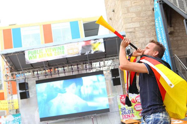 Eventfotograf beim Public Viewing zur WM in Jena