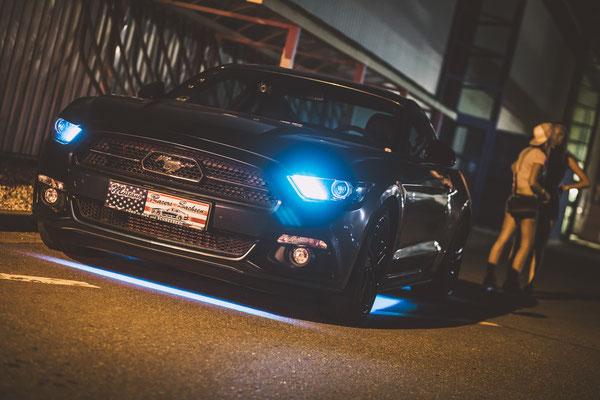 Car-Fotograf in Gera, Ford Mustang vor Firmengebäude