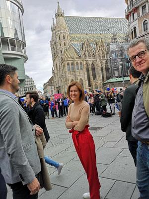 Claudia Gamon im Europawahlkampf in Wien
