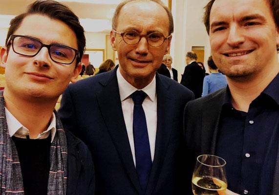 MEP Dr. Othmar Karas mit Young Intellectuals Gründer Tobias Mayer und Dietmar Pichler an der Diplomatischen Akademie Wien