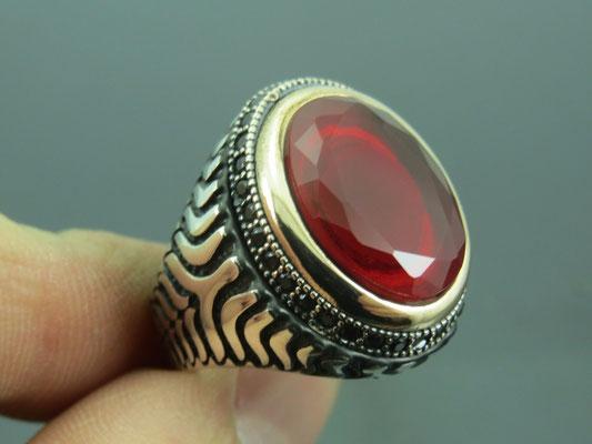 печатка перстень с рубином из серебра 925 пробы