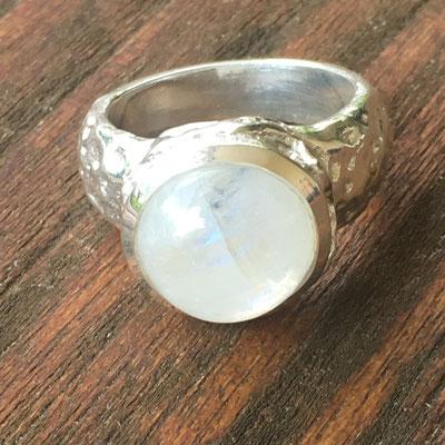 Ring aus 925Silber mit Mondstein im Onlineshop von SilberGlanz.