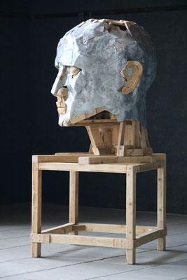 """Sculpture """" Tête """" Florian Poulin , Bois / Zinc. Vue de profil"""