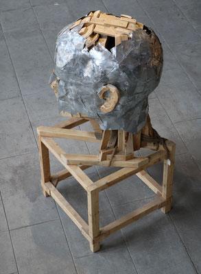 """Sculpture """" Tête """" Florian Poulin , Bois / Zinc. Vue de trois-quart"""