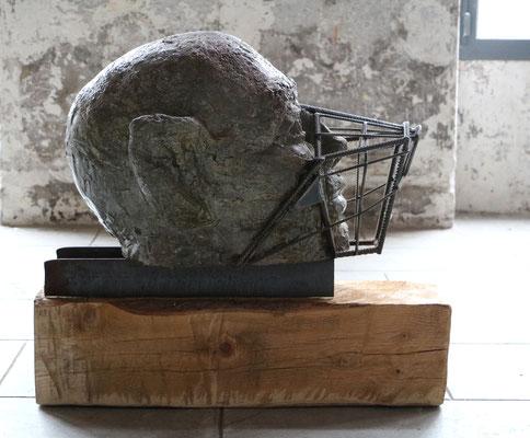 """Sculpture """" Animausité """" Florian Poulin , Béton / Acier / Peinture. Vue de profil"""