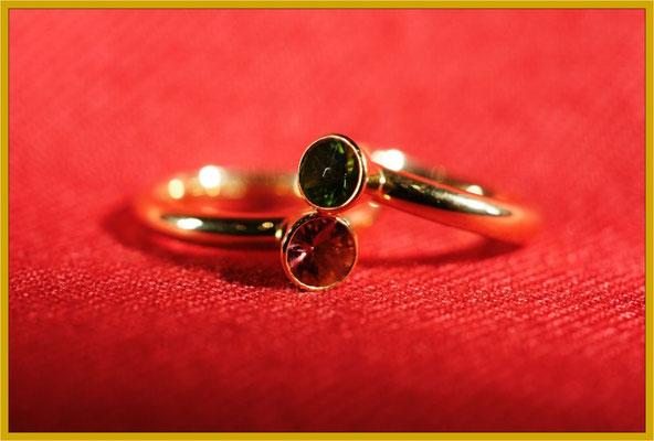Goldringe mit pinken und grünen Turmalinen