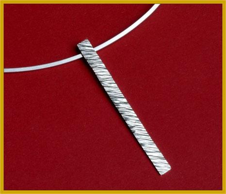 Reif und Anhänger mit Hammerschlag-Struktur in Silber €180,-