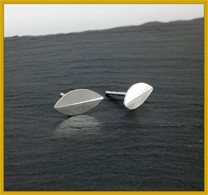 Kleine blattförmige Ohrstecker in Silber