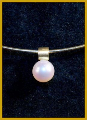 Perlanhänger mit Gelbgold