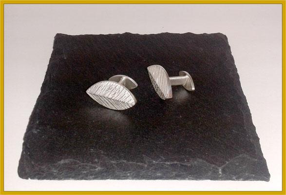 Silberne Manschettenknöpfe in Blatt-Form €220,-