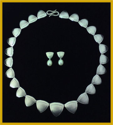 Wappen-Collier in Silber€990,-