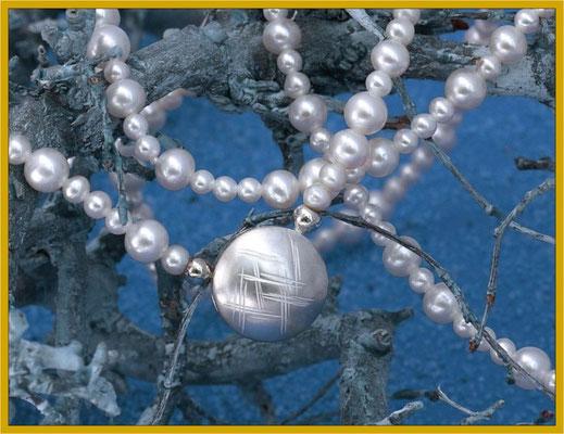 lange Perlkette mit Silber-Schließe €95,-
