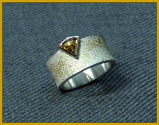 Silberner Citrin-Ring mit Gelbgold