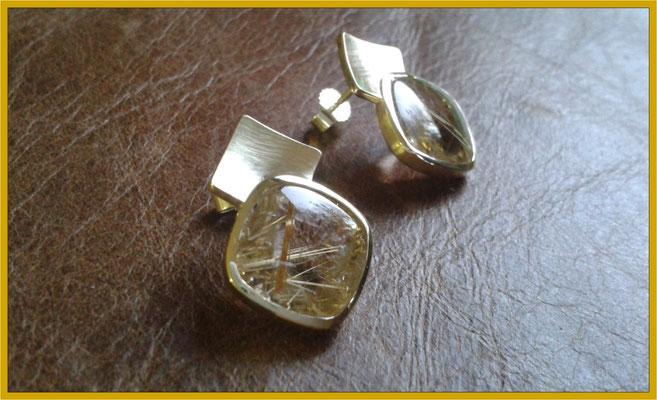 Goldene Ohrstecker mit Rutil-Quarzen €730,-