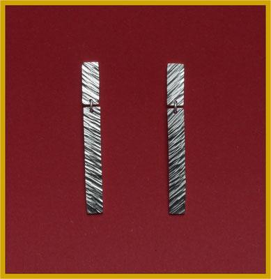Ohrhänger in Silber mit Schmiedestrukturen €70,-